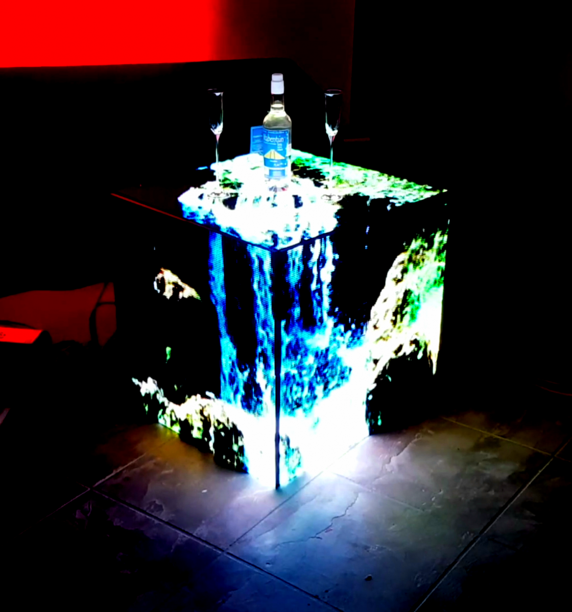 128 x 128 Resolution, 3D  end table style